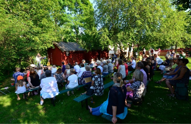 Publik i Mormors trädgård